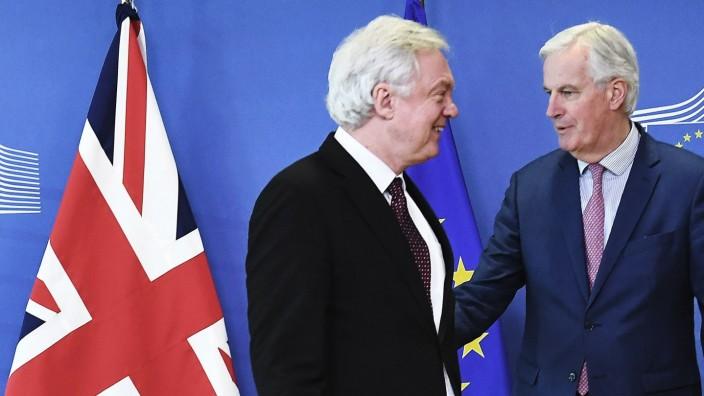 Brexit: Der britische Brexit-Minister David Davis (li.) und EU-Unterhändler Michel Barnier erzielen einen Durchbruch in den Verhandlungen über den britischen EU-Austritt.