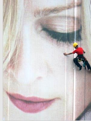 Modekonzern, H&M, Madonna, dpa