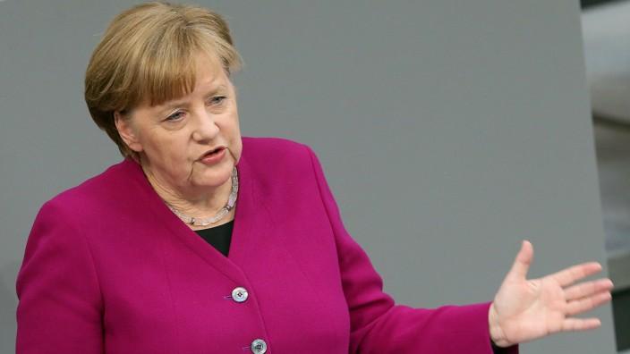 Bundeskanzlerin Angela Merkel hält im Deutschen Bundestag eine Regierungserklärung zum Start ihrer vierten Amtszeit.