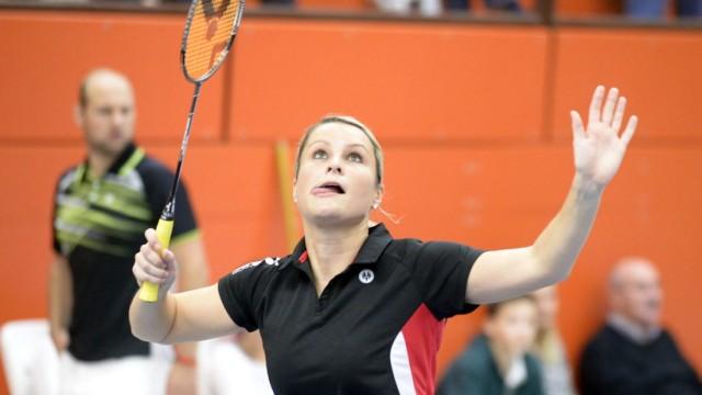 Badminton: Sie hat gut lachen: Dank ihrer Routine und Spielübersicht hält Kathrin Hoffmann, 35, auch deutlich jüngere Gegnerinnen in Schach.