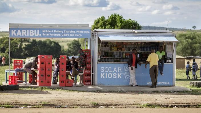 Solar Kiosk in Talek 16 05 2017 KEIN MODEL RELEASE vorhanden NO MODEL RELEASE available NO MODEL