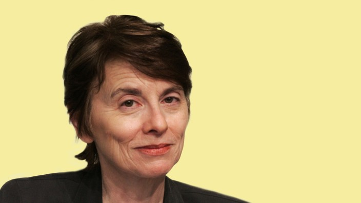 Apr 07 2005 New York NY USA Author CAMILLE PAGLIA promotes her new book Break Blow Burn Camil