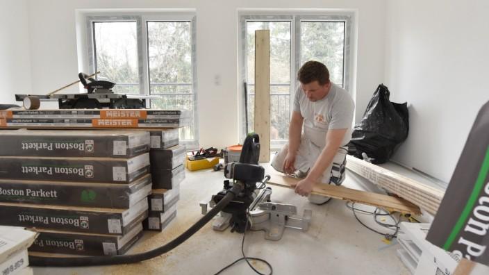Auf einen Termin beim Handwerker muss man in München lange warten - auch wegen des Fachkräftemangels.