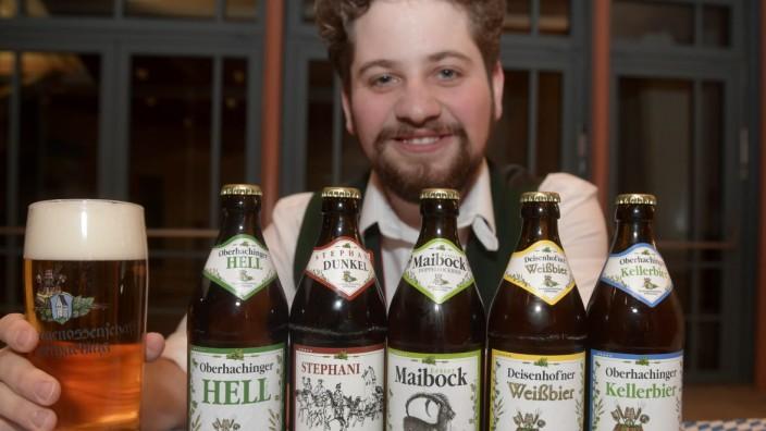Oberhachinger Brauereigenossenschaft: Braumeister Johann Griebl zeigt die verschiedenen Biersorten.