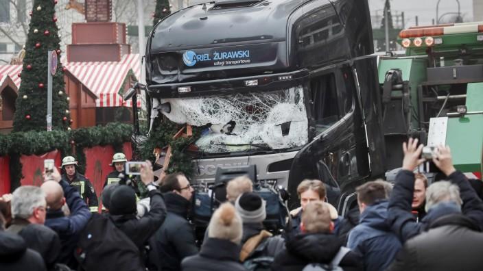 Der LKW nach dem Anschlag auf den am Weihnachtsmarkt am Breitscheidplatz in Berlin.