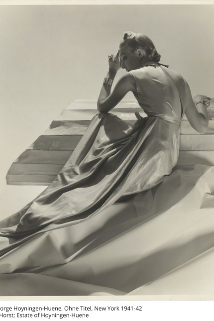 Ausstellung: George Hoyningen-Huene wusste die Frauen auch Göttinnen gleich hinzugießen. Die Aufnahme entstand 1941 oder 1942 in New York.