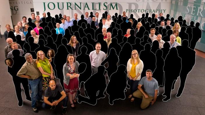 Denver Post: Am 15. Mai 2013 posierten 142 Mitarbeiter im Verlagshaus in Downtown Denver. Die Kollegen in Schwarz arbeiten heute nicht mehr für die Post.