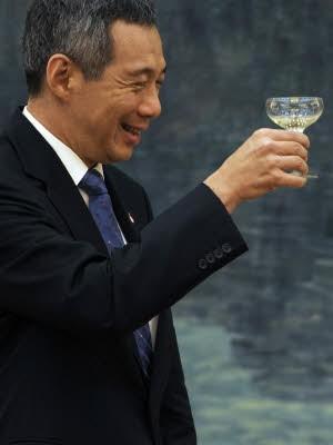 Lee Hsien Loong, Reuters