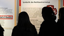 Ausstellung gegen Rechtsextremismus, dpa