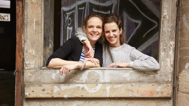 """Lisa Harmann und Katharina Nachtsheim, Bloggerinnen auf """"Stadt Land Mama"""""""