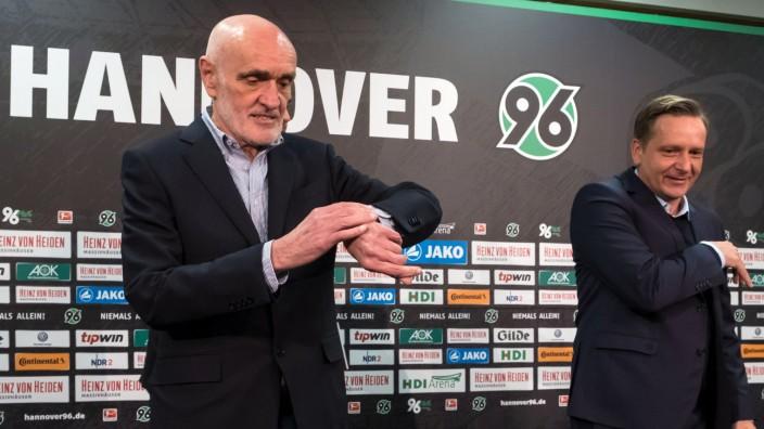 Hannover 96 - Horst Heldt und Martin Kind bei einer Pressekonferenz