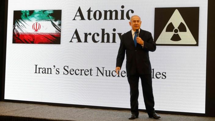 """Atom-Vorwürfe gegen Iran: Israels Premier Netanjahu bei der Präsentation seiner """"Beweise"""" aus dem iranischen """"nuklearen Archiv""""."""