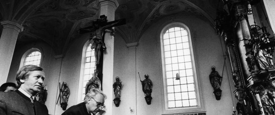 Die CSU und die Religion: Edmund Stoiber und Hans Zehetmair in einer Kirche in Tuntenhausen