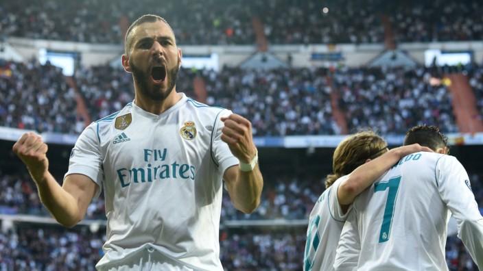 Real Madrid gegen Bayern: Zwei Chancen, zwei Tore: Karim Benzema (links) zeigt den Bayern, wie man mit Torgelegenheiten umgeht.