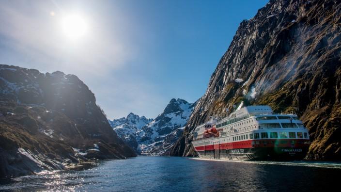 Hurtigruten rüstet bis zu neun Schiffe auf LNG-Antrieb um