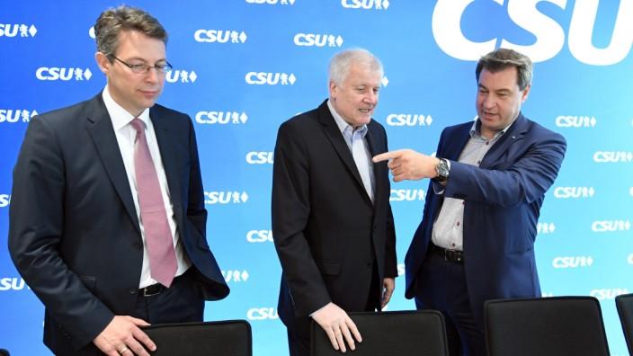 Klausurtagung des CSU-Vorstands - Ministerpräsident Söder, Parteichef Horst Seehofer und Generalsekretär Markus Blume.