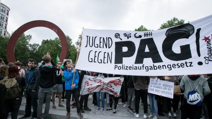 Demonstration von Schülern und Studenten gegen das Polizeiaufgabengesetz in Bayern