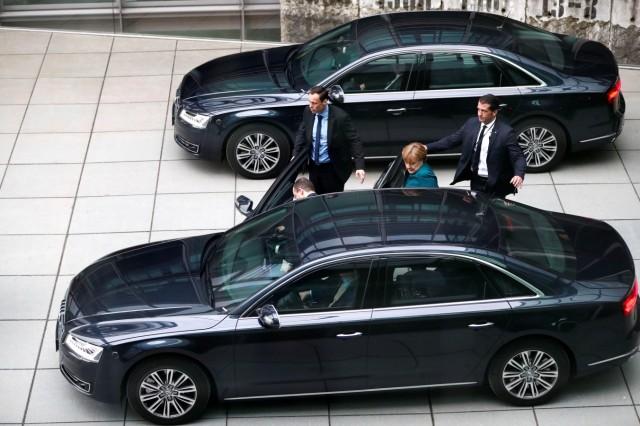 Angela Merkel in ihrem Audi A8 L W12 Security Dienstwagen