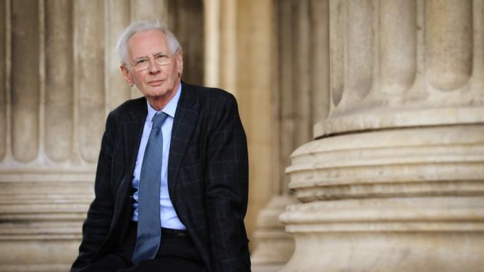 Söder und das Kreuz: Als Rechtsgelehrter und als Verfassungsrichter von 1987 bis 1999 hat sich Dieter Grimm um die liberale Interpretation des Grundgesetzes verdient gemacht.