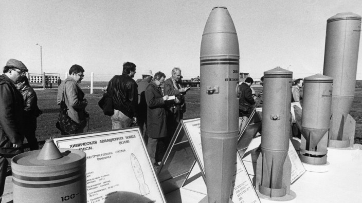 Foreign observers examine chemical weapons scheduled to be destroyed at soviet military base of shikhany, saratov region, ussr, october 4th 1987, diplomats and military experts from 45 countries attended the event.
