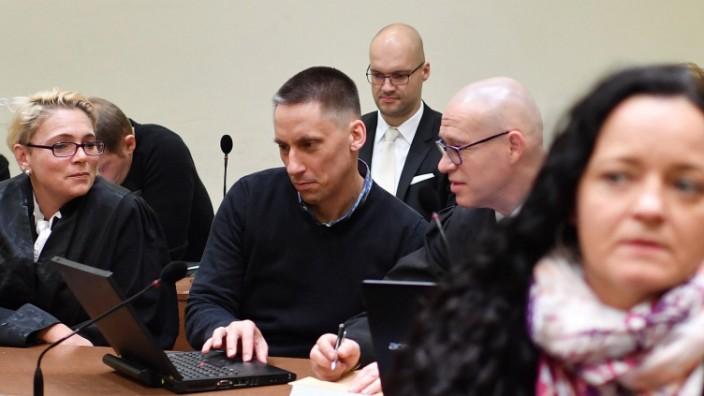 392 Verhandlungstag im NSU Prozess Der Angeklagte Ralf Wohlleben und seine Anwaelte Nicole Schneide