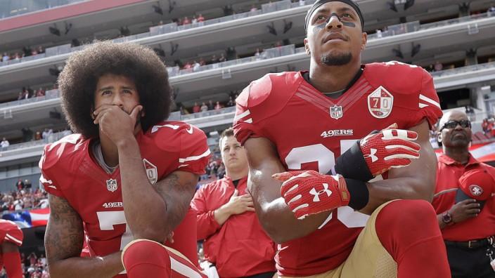 Football: Arbeitslose Protestierer: Colin Kaepernick (links) und Eric Reid klagen gegen die NFL.