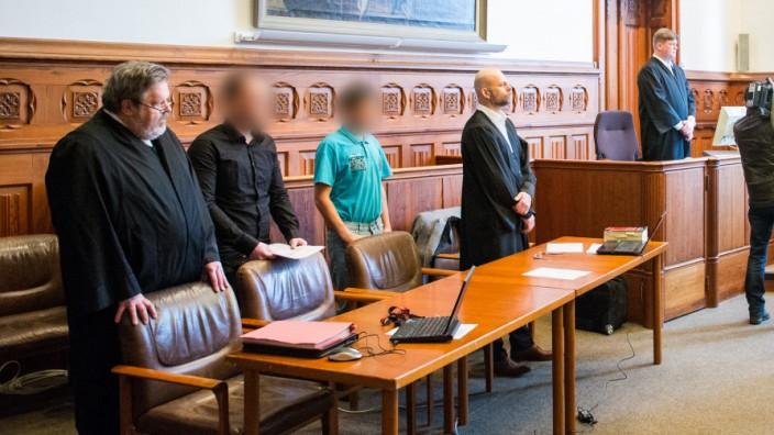 Prozess wegen gemeinschaftlichen Mordes und Diebstahls
