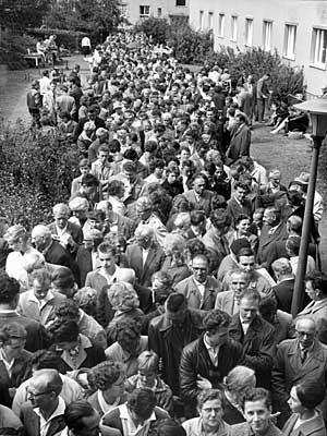 60 Jahre BRD Bau Mauer Mauerbau Berlin Grenze Stacheldraht Westberlin Ostberlin