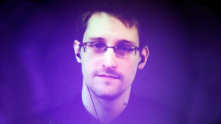 Edward Snowden - Bildschirmgrüße aus Moskau - Politik - SZ.de
