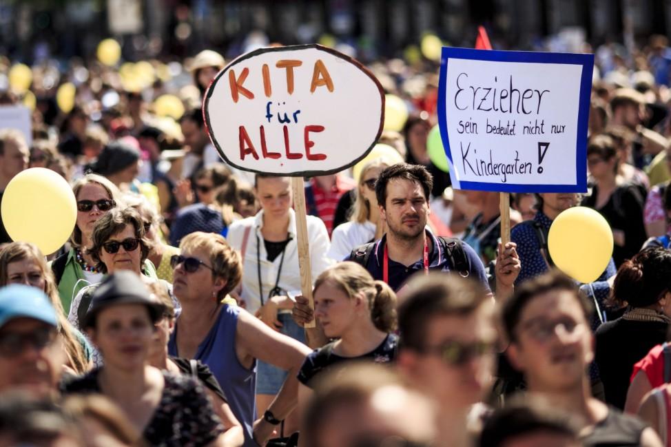 Berliner Eltern demonstrieren für Kita-Plätze