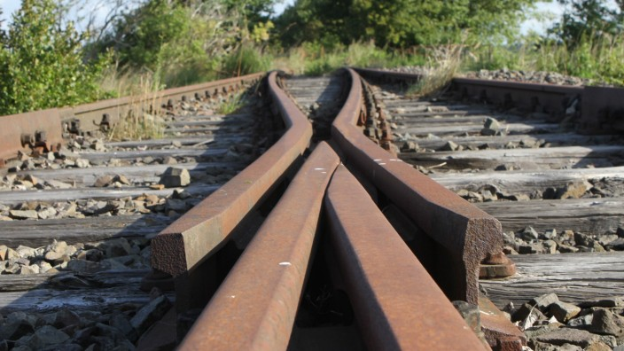 Bahnverkehr: Hier fährt schon lange nichts mehr: Wie der ehemaligen Darßbahn zwischen nördlich von Barth in Mecklenburg-Vorpommern erging es vielen Nebenbahnen.