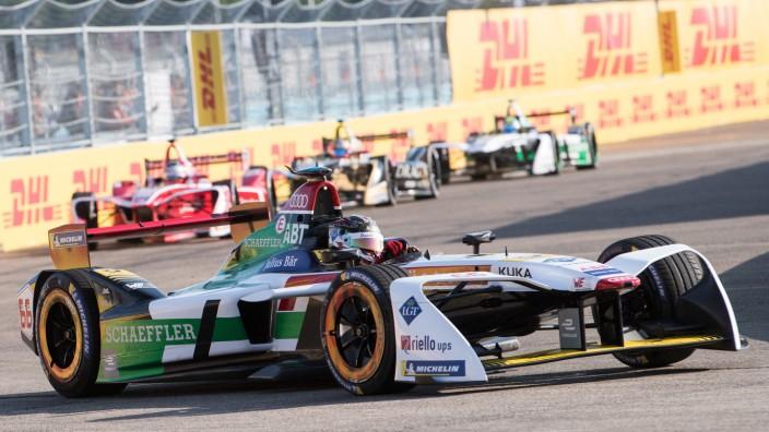 Motorsport: Der deutsche Fahrer Daniel Abt beim Rennen der Formel E in Berlin Tempelhof.