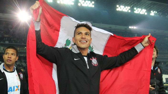 Dec 16 2012 Yokohama Japan PAOLO GUERRERO of Corinthians celebrates after winning the final m