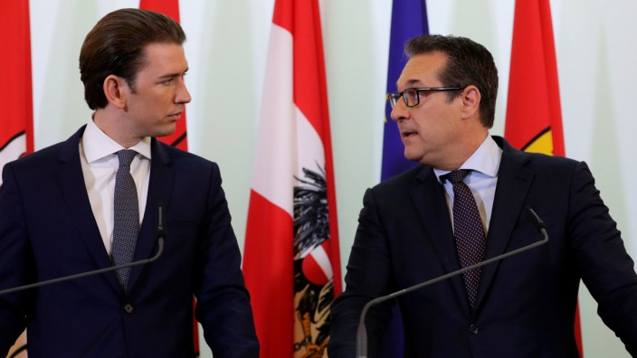 Austria's Chancellor Kurz and Vice Chancellor Strache address a news conference in Vienna