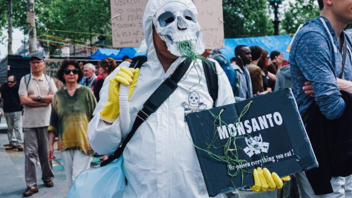 207948 B Neyman Starface 2016 05 21 Paris France Marche mondiale contre Monsanto Une gigantesque