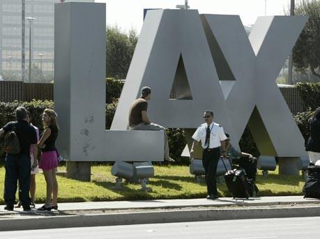 Übernachten auf dem Flughafen: Los Angeles, dpa
