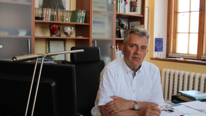 """Mecklenburg-Vorpommern: """"Ja, hier ist der Bürgermeister"""", so hat sich Reinhard Dettmann am Telefon gemeldet. Zumindest bisher. (Foto: Henrike Roßbach)"""