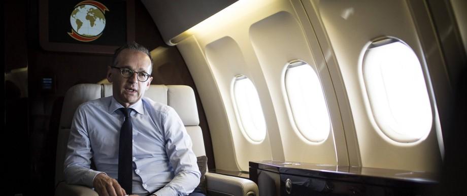 Bundesaußenminister Heiko Maas (SPD) auf dem Rückflug nach einem Besuch im finnischen Helsinki.