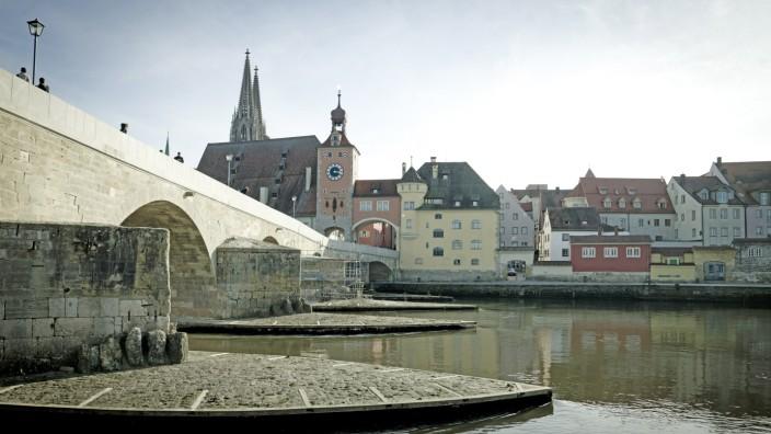Regensburg: Steinerne Brücke in der Renovierungs-Phase