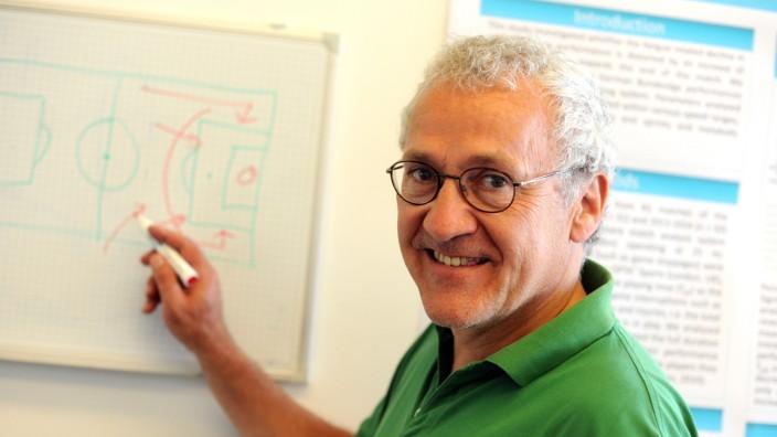 Was der Zufall im Fußball für eine Rolle spielt, erforscht Sportprofessor Martin Lames von der TU München.