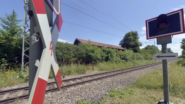 Andreaskreuza n Bahnstrecke in München, 2017
