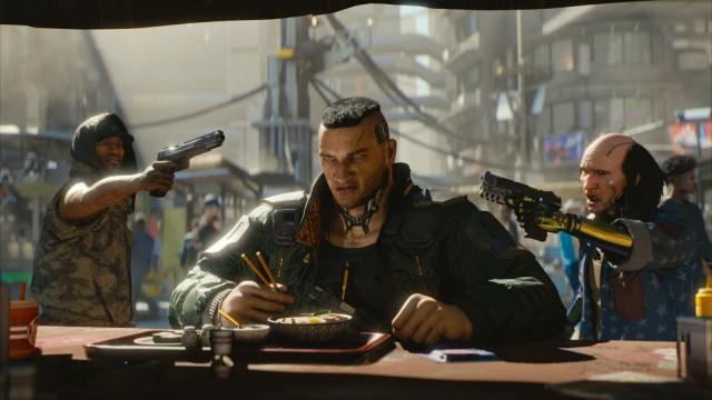 Ein Mann sitzt am Tisch. Er wird von zwei anderen Männern mit Pistolen bedroht.