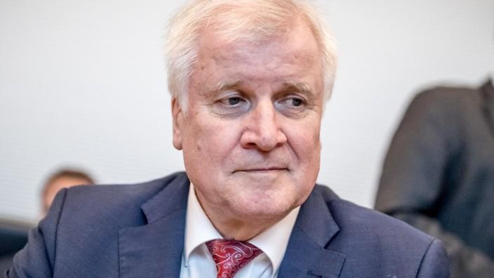 Bundesinnnenminister Horst Seehofer (CSU) nimmt im Juni 2018 an einer Sitzung der CDU/CSU-Bundestagsfraktion teil.