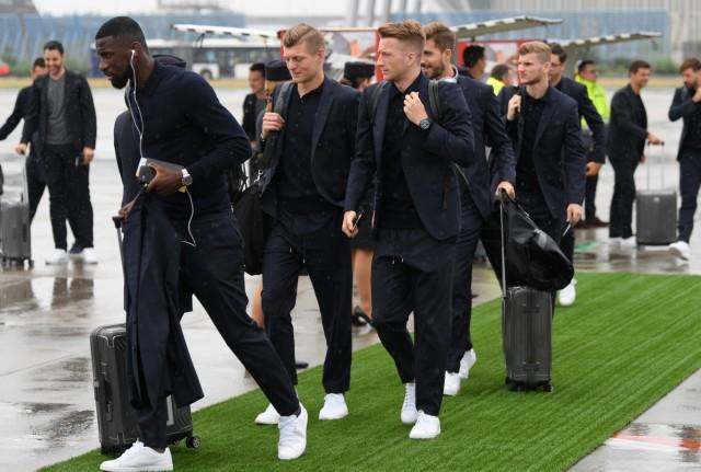 Abflug der deutschen Mannschaft nach Russland