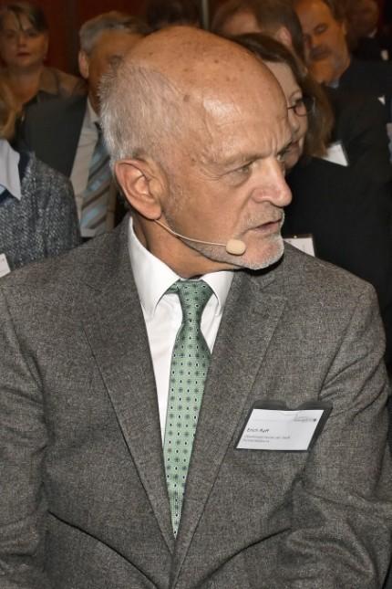 Fürstenfeldbruck: Oberbürgermeister und Verwaltungsratschef Erich Raff gerät im Stadtrat zunehmend in die Kritik.