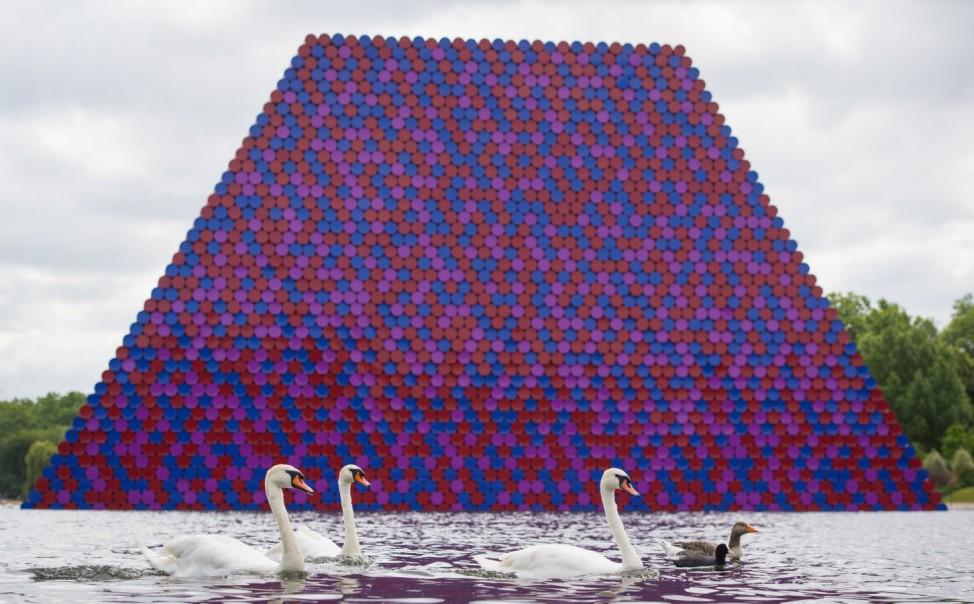 """´The Mastaba"""" von Christo in London"""