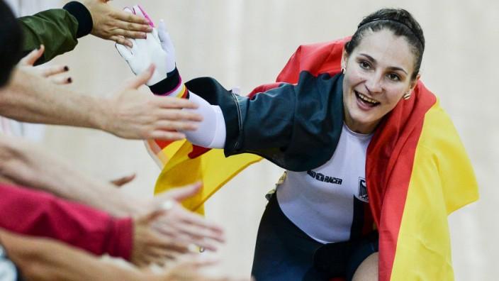 Kristina Vogel: Ein Bild aus guten Tagen: Kristina Vogel nach ihrem WM-Titel 2017.