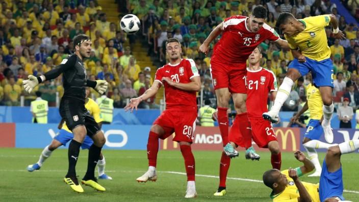 Brasilien gegen Serbien bei der Fußball-WM 2018 in Russland