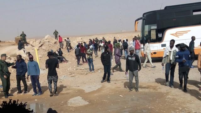 Flüchtlinge, die von Algerien nach Niger abgeschoben werden.