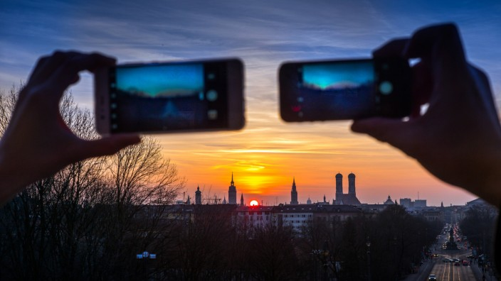 Fotos vom Sonnenuntergang über München vom Landtag aus aufgenommen